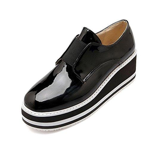 AllhqFashion Damen Mittler Absatz Rein Ziehen auf Lackleder Rund Zehe Pumps Schuhe Schwarz
