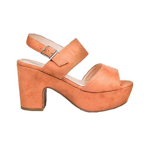Sandalia de tacón. Cierre mediante pulsera en tobillo. Altura de la suela 8.0 cm. Camel