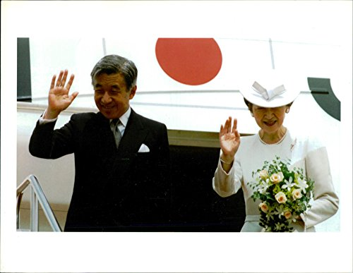 - Vintage photo of Emperor Akihito and Empress Michiko wave goodbye to members of his family and top government leaders