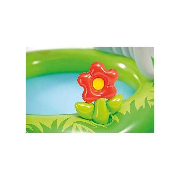 41w1la5zlXL Piscina hinchable Intex para bebé con forma de castillo, tiene unas medidas de 122 x 122 cm y capacidad para 74 litros/agua La piscina está cubierta y proporciona sombra parcial, así como también protege del sol Incorpora una flor hinchable extraíble