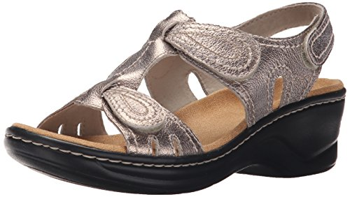 Clarks Women's Lexi Walnut Shoe, gold/metallic, 6 Medium US by CLARKS