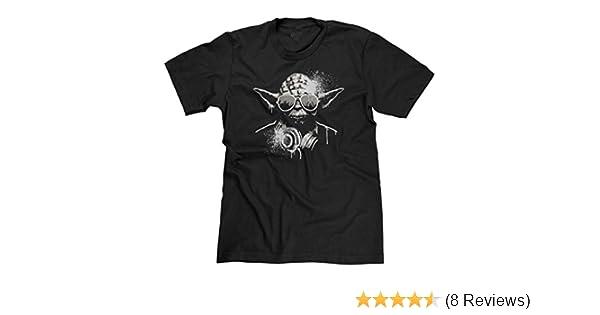 d29f05d69 Amazon.com: FreshRags DJ Yoda Star Wars Men's T-shirt: Clothing
