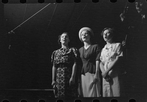 Photo: Lovengood sisters,Asheville,North - Asheville In Carolina Shopping North