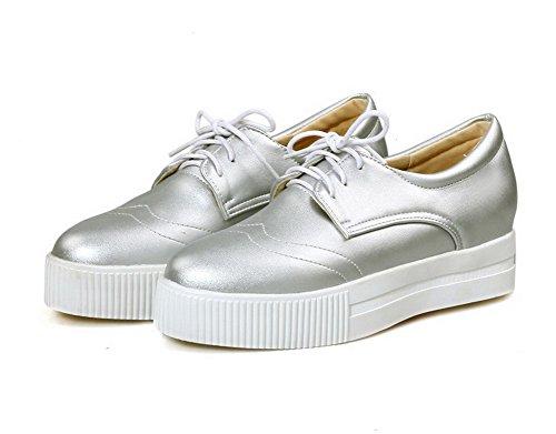 AllhqFashion Damen Schnüren PU Leder Rund Zehe Niedriger Absatz Rein Pumps Schuhe Silber