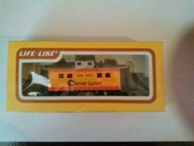 LIFE-LIKE HO Scale CABOOSE Model #8541 Chessie System