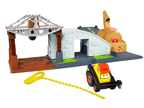 Photo - Disney Planes: Fire & Rescue Riplash Flyers Rip N Rescue Headquarters Playset