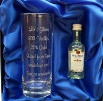 Juego de Bacardi personalizado con 10 oz juego de vasos altos cristal y miniatura de botella