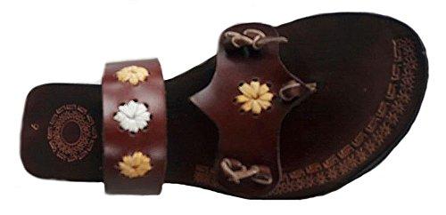 Alpacaandmore Flache braune Damen Leder Sandalen Zehentrenner mit Blumen Design