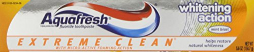 Aquafresh Extreme Clean Whitening Action Fluoride Toothpaste for Cavity Protection, 5.6 ounce ()