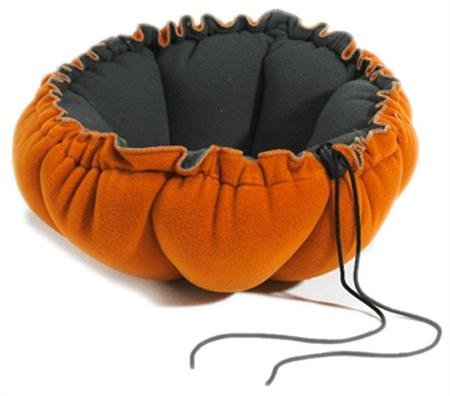 Buttercup Cat Bed (Buttercup Nest Dog Bed Size: Small (24
