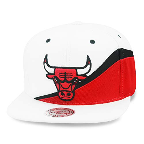 official photos 95e4e 7a38a Mitchell   Ness Chicago Bulls Speedway Snapback Hat Cap White Red Black