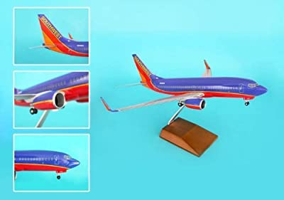 Daron Skymarks Southwest 737-700 Aircraft with Wood Stand and Gear (1/100 Scale)