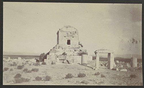 Graf Van (Classic Art Poster - Graf van Cyrus van een afstand gezien, Pasargadae, Perzië, AGA van Eelde, 1925 11