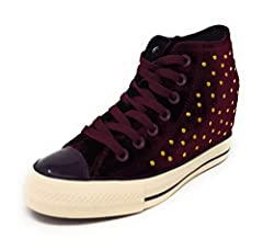 We all want the power to stand taller and loom over our rivals...and that authority shouldn't just be bestowed to our dress shoes and boots. Our sneakers deserve the endowment as well. The Chuck Taylor All Star Women's Lux has a hidden intern...