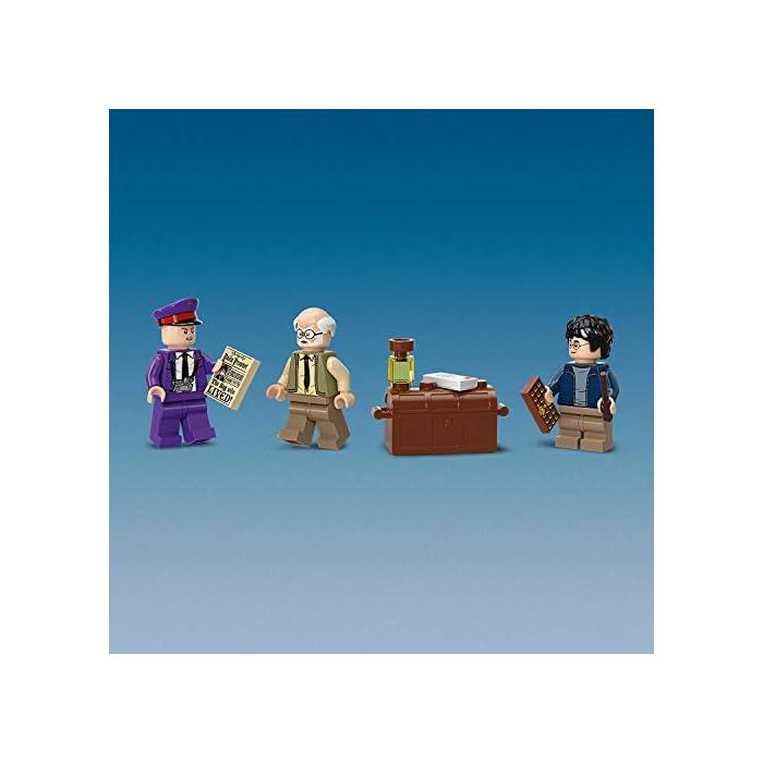 41wdDu9RDIL Incluye 3 minifiguras LEGO Harry Potter (novedad en junio de 2019): Harry Potter, Stan Shunpike y Ernie Prang. Este autobús LEGO de 3 pisos cuenta con un panel lateral abisagrado abatible y un techo desmontable para abrir al máximo las posibilidades de juego. Incluye también una cama que se desliza y una lámpara colgante que se mueve cuando el autobús gira y da un viraje brusco.