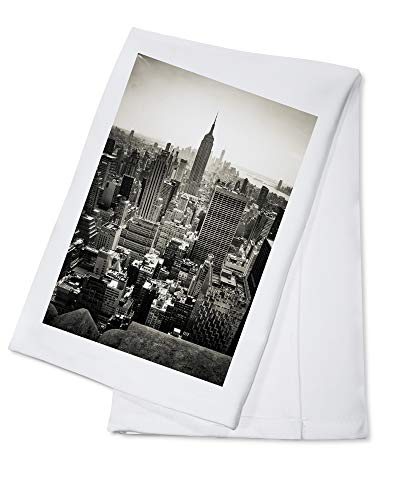 New York City, New York - Empire State Building Black and White - Photography A-91961 (100% Cotton Kitchen Towel)