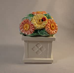 SALT AND PEPPER SHAKER - BOUQUET ON A FENCE POST