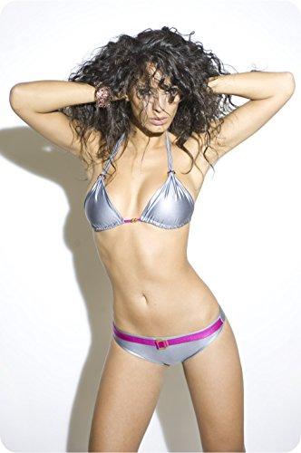 Luxury es un bikini triángulo gris mujer de titanio y de clavel rosa con cinturón y joya cilindros triángulo apretón de excelente factura Made in Italy. Una colección bikini 100% made in Italy - Talla