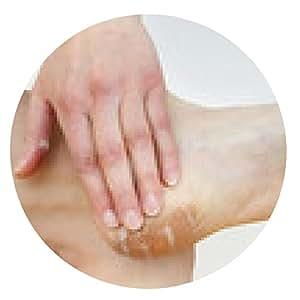 alfombrilla de ratón Una mujer pone la crema en el pie - ronda - 20cm