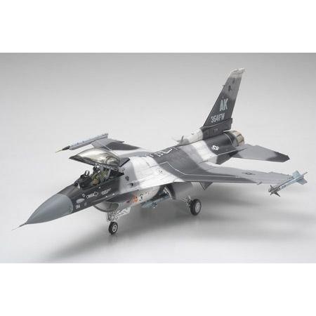 Tamiya America, Inc 1/48 F-16C/N Agressor/Adversary, TAM61106 ()