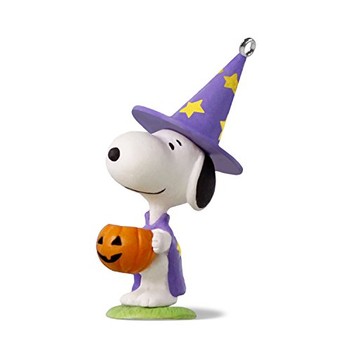 Hallmark Keepsake Halloween Decor Mini Ornament 2018 Year Dated, Peanuts Snoopy Trick or Treat Snoopy Miniature, 1.58