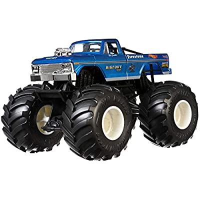 Hot Wheels Big Foot Monster Truck, 1:24 Scale: Toys & Games