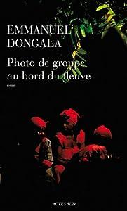 vignette de 'Photo de groupe au bord du fleuve (Emmanuel Dongala)'
