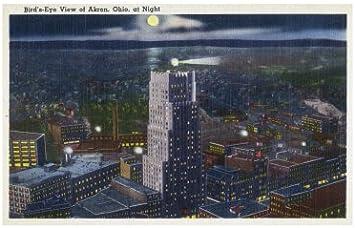 Akron, Ohio, antena View de la ciudad por la noche arte ...