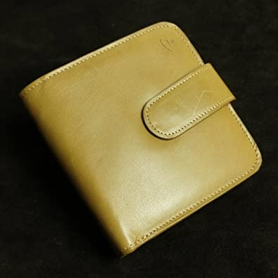 d5d0f8751010 Amazon   高級仔牛革(イタリアンレザー)・ヌメ革を使用したスクエア型三つ折り財布【アウトレット商品】 (カーキ)レザーウォレット 二つ折り財布  フラップウォレット .