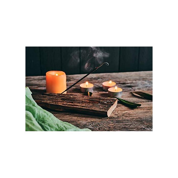 Es un incienso de la India con una fragancia del Nag Champa Sus ingredientes naturales están combinadas con objeto de crear un aroma tranquilizante Con un perfume dulce y oriental a la vez, mejora el humor y el ambiente