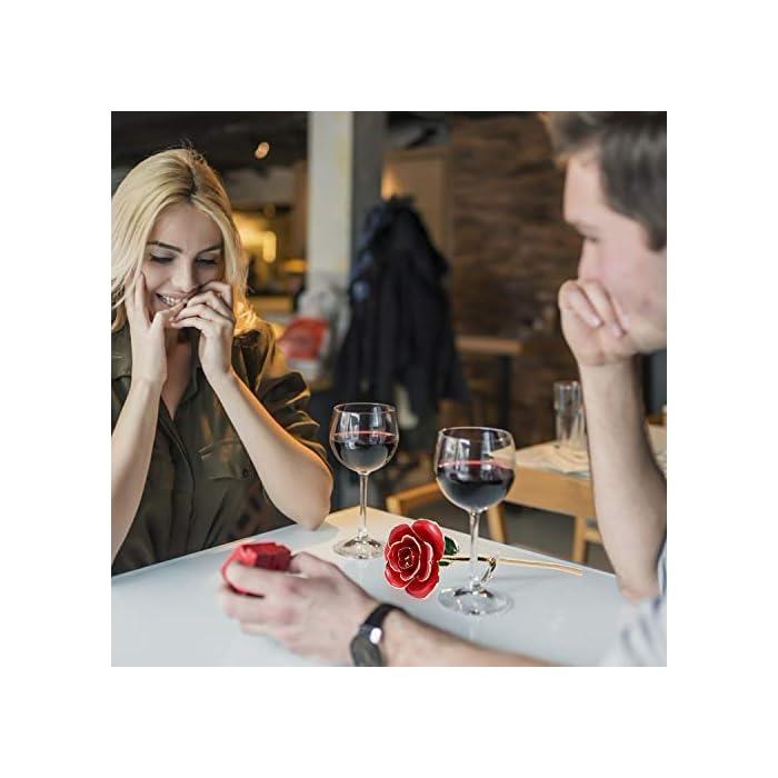 """💕【Símbolo De Amor para Los Enamorados】se expresa """"te amo"""" en otra forma. Cada mujer espera recibir una rosa. 💕【Arte Maravillosa 】calidad superior, cada pétalo pesa y tiene espesor. La rosa se chapa con oro de 24k, cada rosa se tarda más de 4 días de trabajo manual y se necesita 65 pasos. Las rosas de oro 24k son absolutamente diferentes porque cada rosa es un trabajo manual. 💕【Decoración & Colección ideales】Diámetro aprox: 8,5 cm/8,4 cm; altura: 25,5 cm/25,4 cm. Es el tamaño perfecto para cualquier hogar decoración o Collección. Usted puede decorar su escritorio o cualquier habitación con esta impresionante pieza."""
