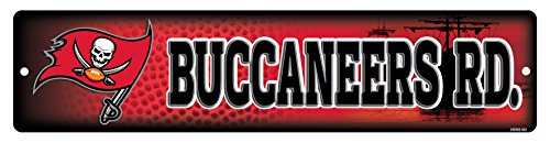 Tampa Bay Buccaneers Wall - NFL Tampa Bay Buccaneers 16-Inch Plastic Street Sign Décor