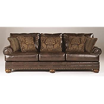 Ashley Furniture Signature Design   Chaling Sofa With 5 Accent Pillows    Traditional And Weatherworn Style