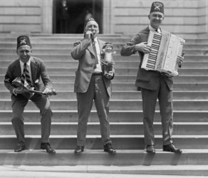 1923 photograph of Entertainers with Syria Cincinnati Vintage Black & White P g9