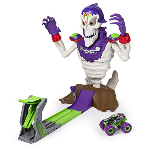 (Monster Jam, Grim Takedown Playset with Lights & Sounds, Featuring Exclusive 1: 64 Scale Die-Cast Grave Digger Monster Truck)