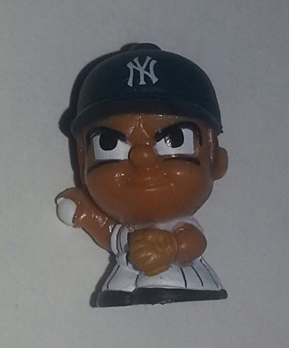 NEW YORK YANKEES - 2015 TEENYMATES - BASEBALL PITCHER (SERIES 2) (Yankees Pitcher)