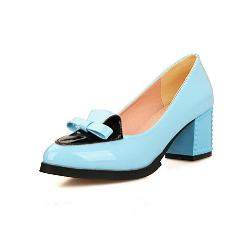 Allhqfashion Vrouwen Lakleder Kitten Hakken Puntige Gesloten Teen Pull-up Pumps-schoenen Hemelsblauw