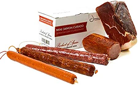 El jamón serrano curado es un producto elaborado a partir de las mejores piezas del cerdo selecciona