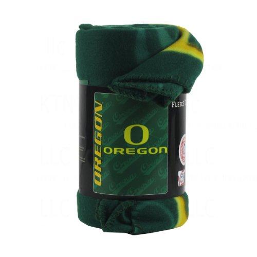 (NCAA Licensed Oregon Ducks Fleece Throw Blanket)