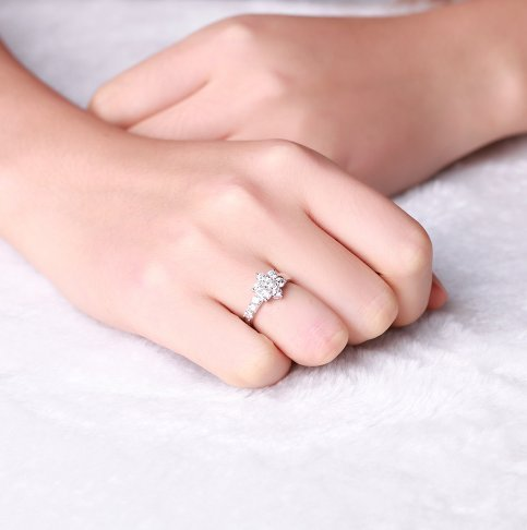 Gowe Oriental étoile Naturel 1.0CT Certifié BuyFineDiamonds F-G/SI Round Cut 18K Or Blanc Diamant Bague de fiançailles