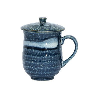 Blue and White Covered Mug ()