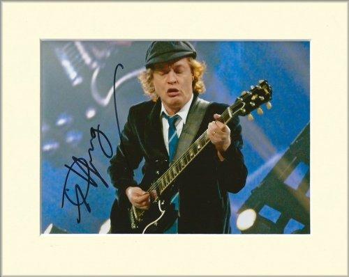Angus Young AC/DC ACDC signierte Autogrammkarte, im Passepartout