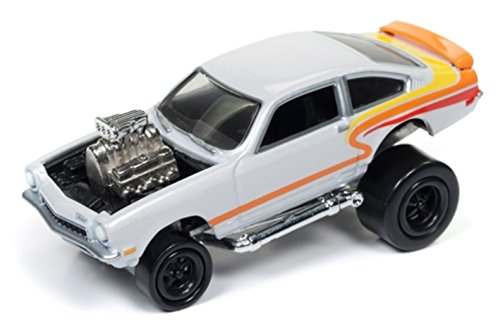 Johnny Lightning 1:64 Street Freaks Ver B Zingers 1972 Chevy Vega Pearl White