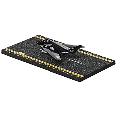 Hot Wings F-117 Nighthawk Jet with Connectible Runway: Toys & Games