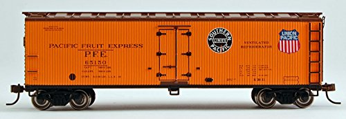 Express Reefer (Bachmann Industries 40' Wood Reefer - Pacific Fruit Express (HO Scale))