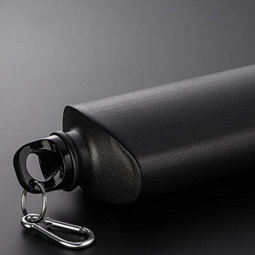 Flasque en Métal Noir, capacité 600ml, avec bouchon à vis et mousqueton pour accrocher facilement la Flasque et l'avoir toujours avec vous.