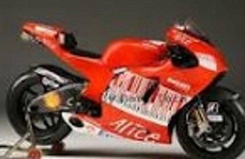 Italeri 10527 Ducati Desmosedi 2008 C. Stoner