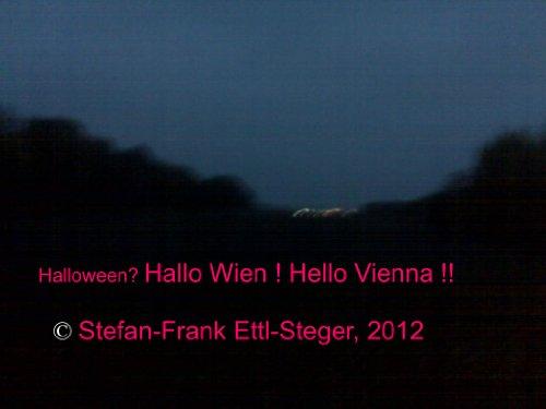 Halloween? Hallo Wien! Hello Vienna!! (Deutsch + English) (almanaco 1) (German -