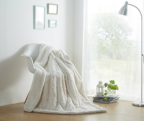 Animal Faux Fur Throw (DaDa Bedding Luxury White Roses Faux Fur with Sherpa Backside Fleece Throw Blanket - Super Soft Warm Plush Luxe Solid Toss - 50