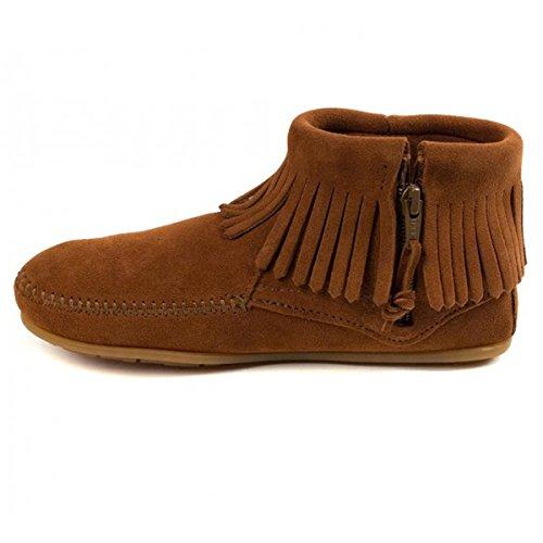 Minnetonka Concho Feather Side Zip Boot ist aus weichem Wildleder, traditionell in Handarbeit hergestellt Mokkasins Moccasins handgefertigt Zipper an Innenseite Fransen Bootie Komfort Innensohle neu Brn